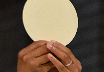 Adoration Eucharistique :  un jeudi par mois,