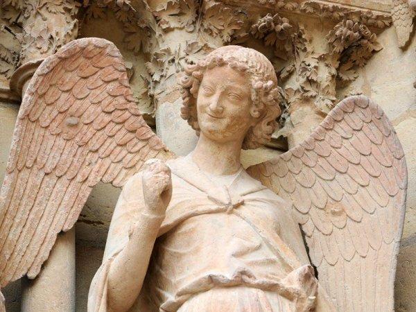 N'oublions pas nos chers anges-gardiens ! - Page 8 Lange-au-sourire-de-Reims1